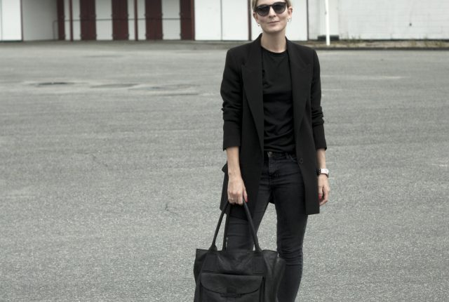 Style: all black everything.