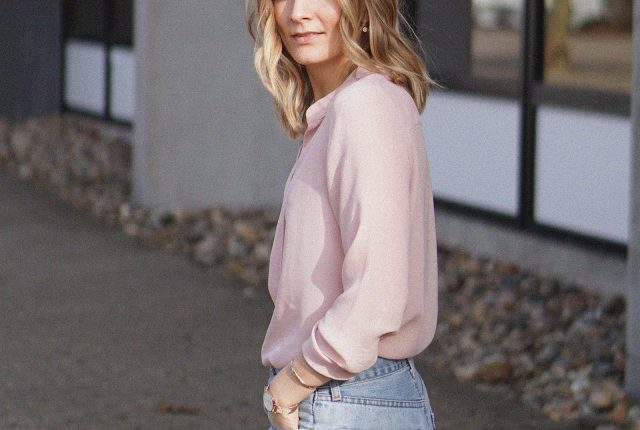 Style: blush shirt and blue jeans.