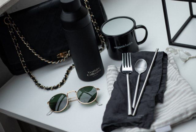 Less-waste kit for traveling & being on the go